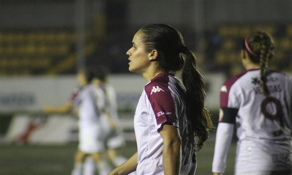 Katherine Alvarado, una de las capitanas de Saprissa, renovó su contrato por año y medio.