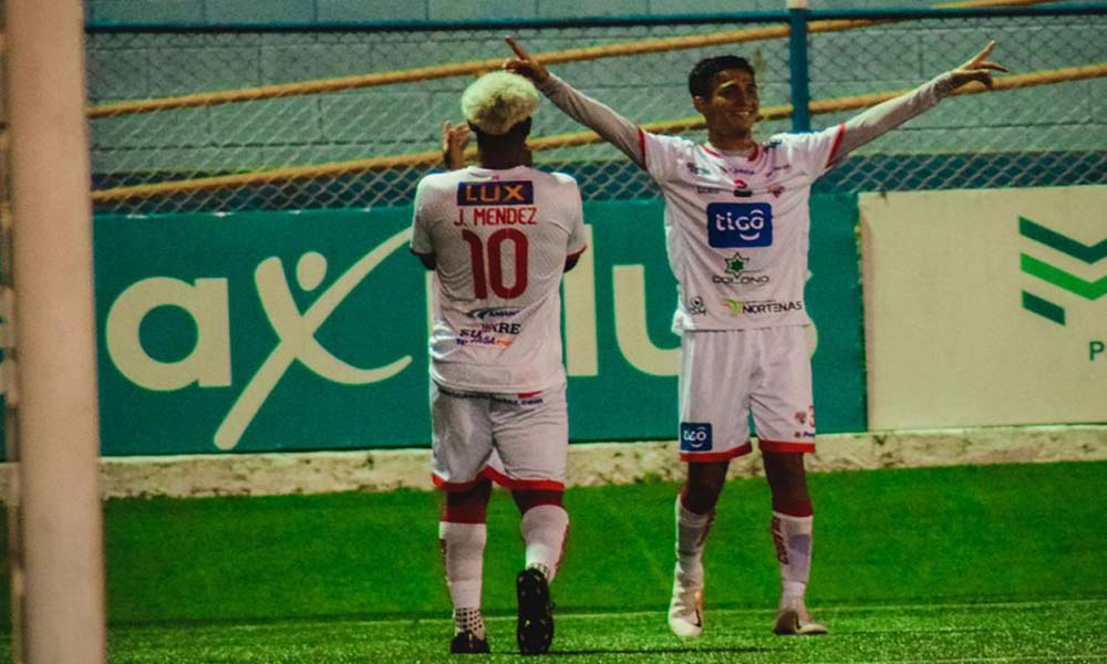 La organización del Santos salió a aclarar que solamente mantenía un contrato de patrocinio con un empresario detenido bajo cargos por estafa.