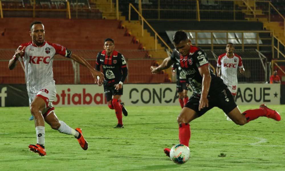 Alajuelense avanzó a cuartos de final de la Liga CONCACAF, gracias a un solitario gol de Jurgüens Montenegro.