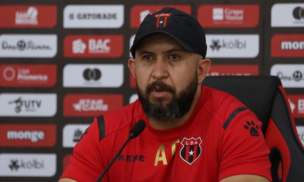 Mario Acosta, el asistente técnico de Andrés Carevic en Liga Deportiva Alajuelense, habló de cara al juego ante el Real Estelí.