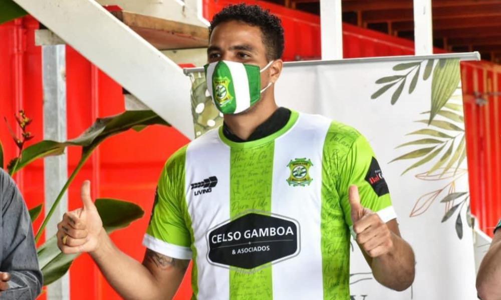 Esteban Alvarado se vio involucrado en una crisis deportiva en Limón FC incluso antes de jugar su primer partido con el club.