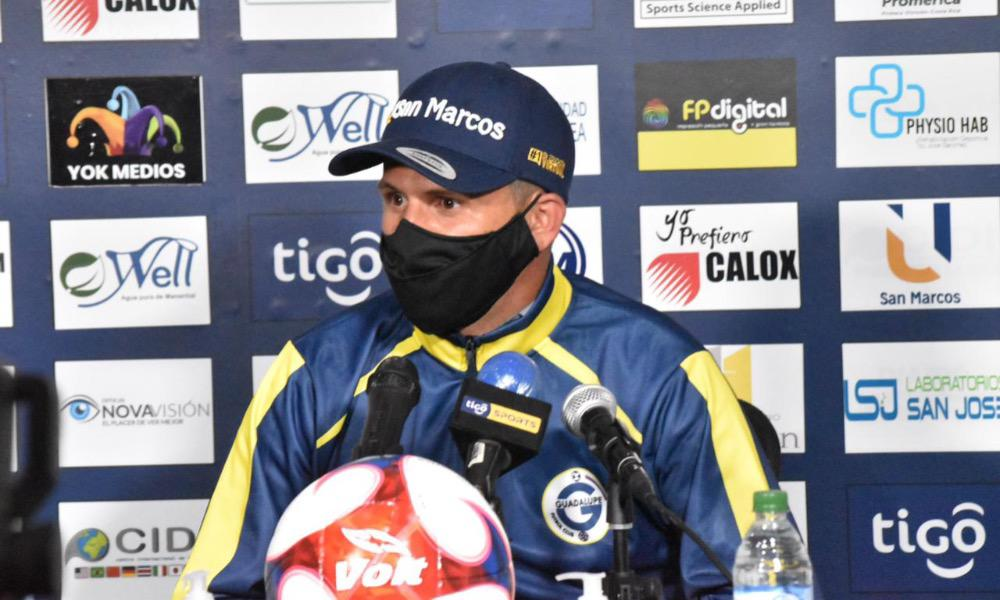 El técnico de Guadalupe FC, Alexander Vargas se lamentó de no tener un 9 nato en su equipo.