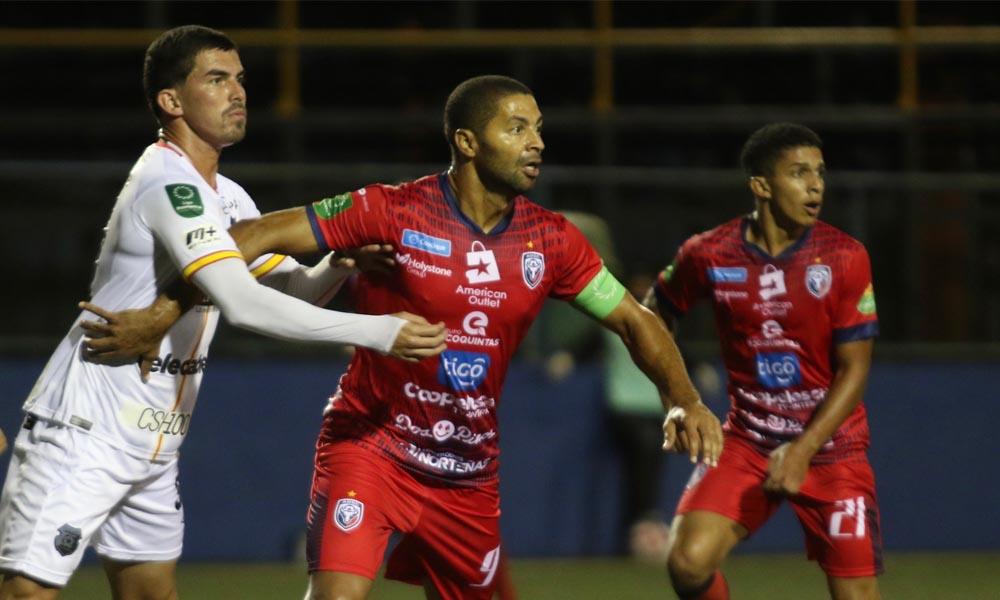 Álvaro Saborío ahora se limita a disfrutar del fútbol sin pensar más allá.