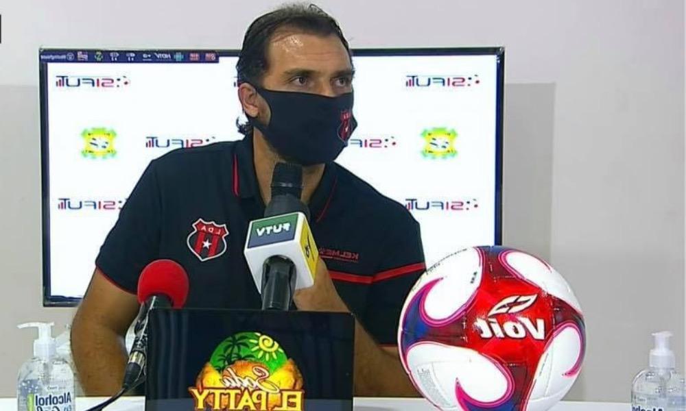 Andrés Carevic, técnico de Alajuelense, volvió a destacar la polifuncionalidad de Johan Venegas.
