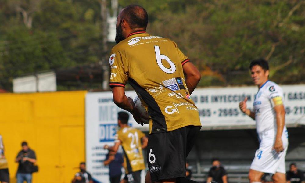 Miguel Marín marcó dos veces para el empate de Aserrí, que se repuso de una desventaja de 2 para salvar un punto ante Consultans.