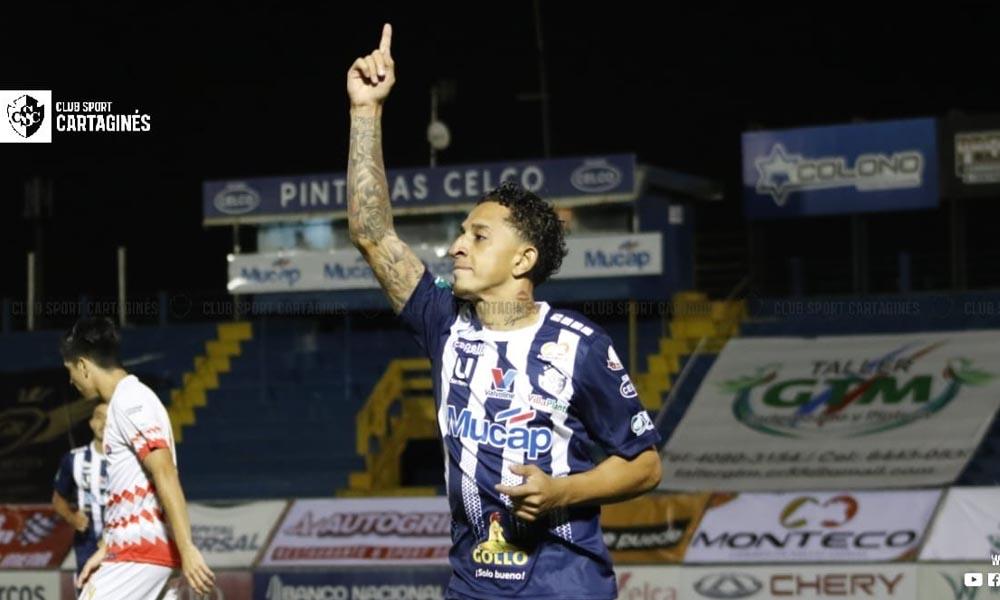 Bayron Bonilla, con algo de ayuda de Douglas Forvis, marcó el gol de la victoria del Cartaginés.