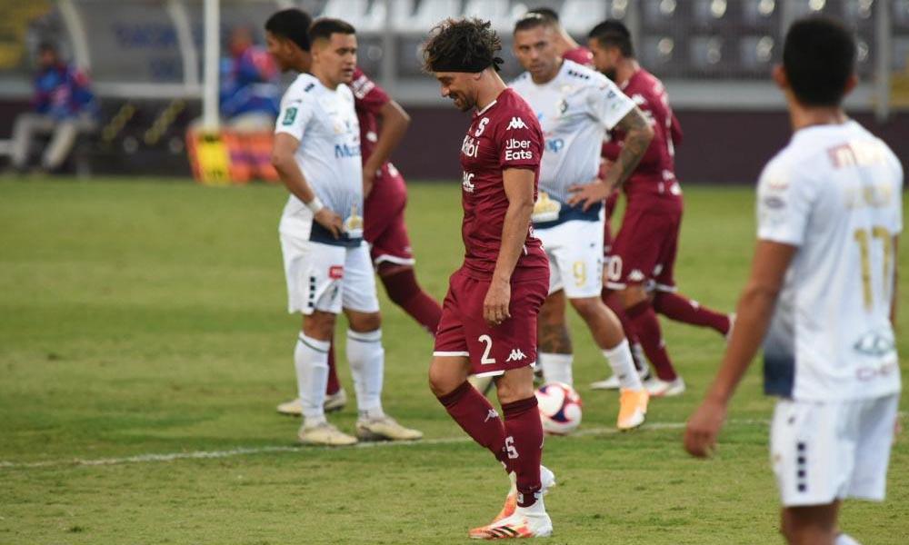 Chirstian Bolaños, del Saprissa, comenzó sus citas con el gol en el torneo, y lo hizo por partidas doble ante Cartaginés.