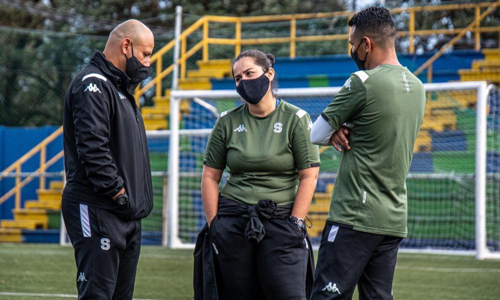 Fabián Barquero (izquierda) tendrá su primera experiencia como entrenador en el fútbol femeino, con Saprissa.