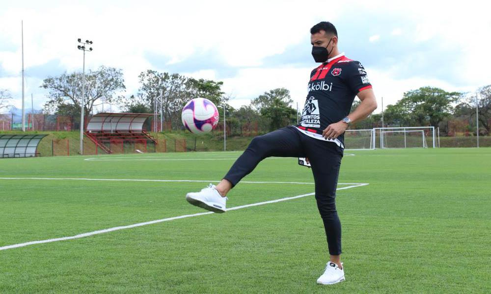 Daniel Arreola, el nuevo defensor de Alajuelense, tuvo palabras positivas sobre el camerino manudo.