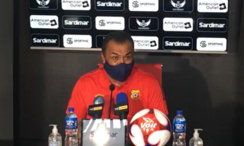 Fernando Palomeque debutó oficialmente con derrota al frente del Herediano.