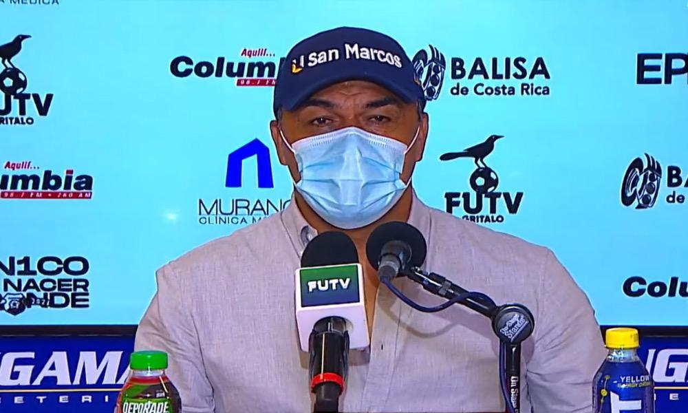 Fernando Palomeque, el técnico del Herediano, pidió que no le vuelvan a preguntar sobre los arbitrajes.