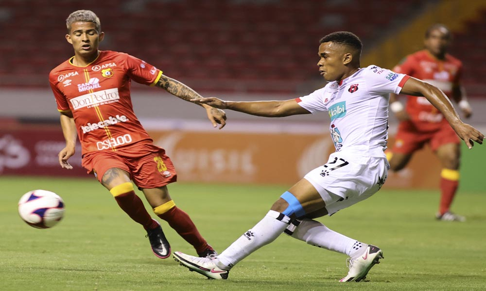 Los jugadores del Herediano se fueron satisfecho por su juego ante Alajuelense, pero no con el marcador.