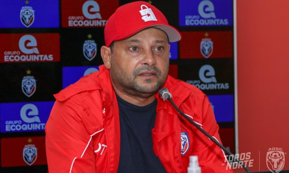 Jeaustin Campos, técnico de San Carlos, habla de su línea delantera con mucha confianza.