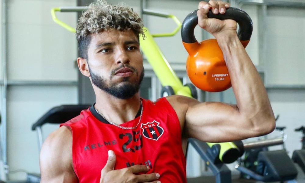El regreso de Johan Venegas a Alajuelense sigue generando polémica en el fútbol nacional.