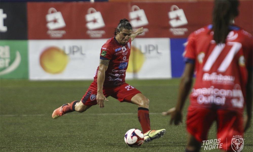 José Guillermo Mora consiguió el gol que inclinó la balanza para la Asociación Deportiva San Carlos ante Guadalupe.