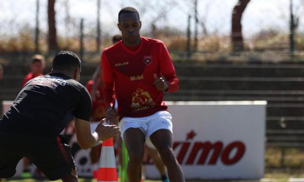 Junior Díaz ya est´ña a diposición del cuerpo técnico de Alajuelense, tras superar una fuerte infección.
