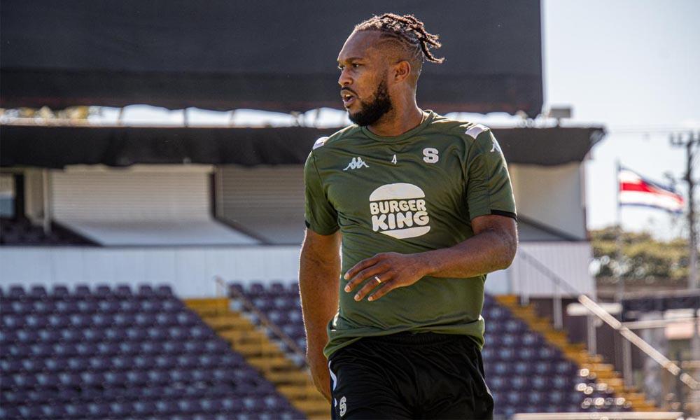 Kendall Waston ya fue inscrito por Sapeissa, y podrá jugar a partir del viernes, en Liga CONCACAF, si así lo decide Walter Centeno.