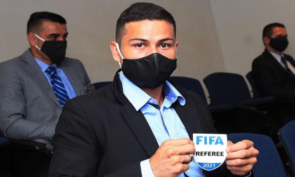 Keylor Herrera se mantiene entre los árbitros internacionales de nuestro país un año más.