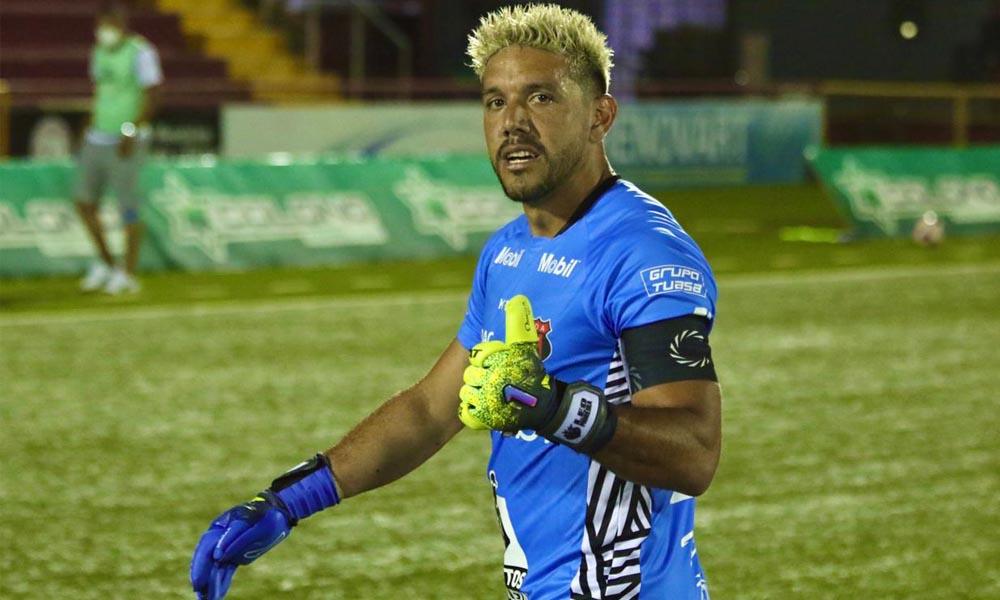 Leonel Moreira de nuevo fue figura en Alajuelense ante Santos.
