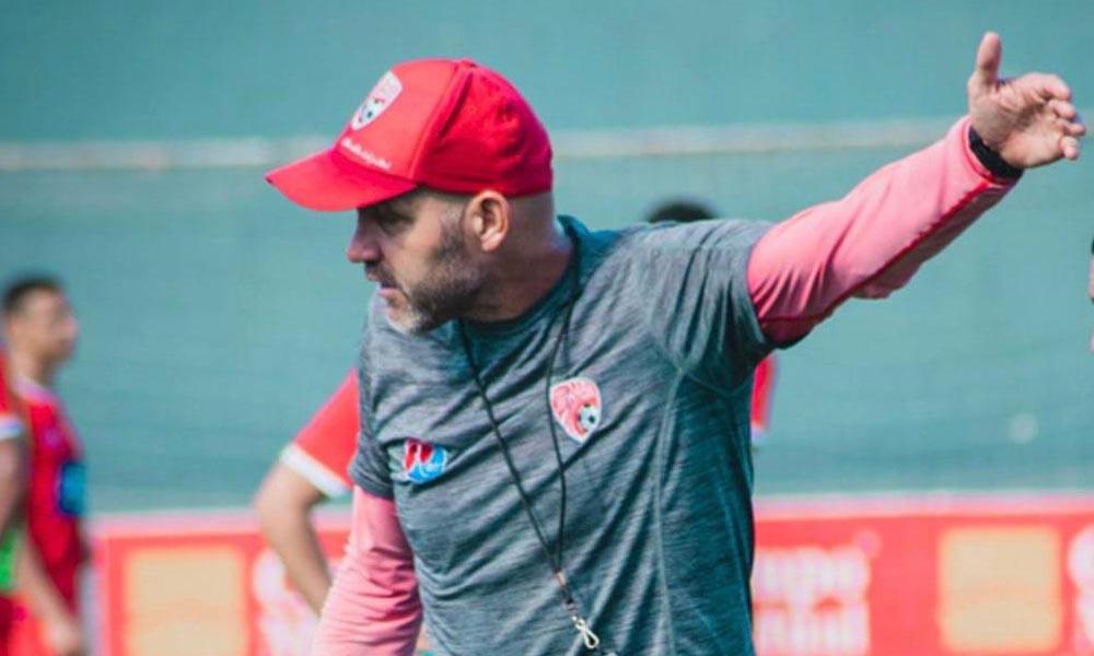 Luis Marín, técnico de Santos, no encuentra respuestas para las cosas que le pasaron a su equipo ante la Alajuelense.