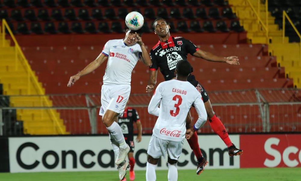 El trabajo de Marcel Hernández fue destacado por su técnico, Andrés Carevic, pese a que aún no le llega el gol.