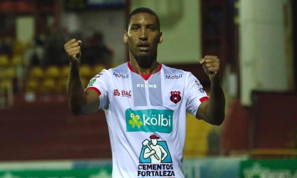 Marcel Hernández marcó su primer gol con Alajuelense. Lo hizo ante Santos, esta noche.