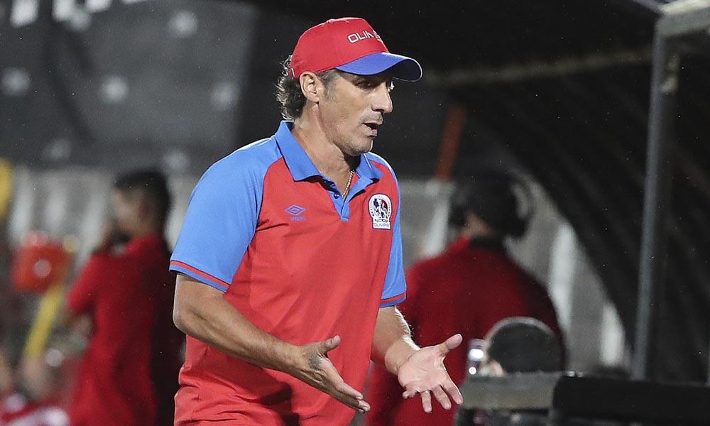 Pedro Troglio, técnico argentino del CD olimpia, de Honduras.