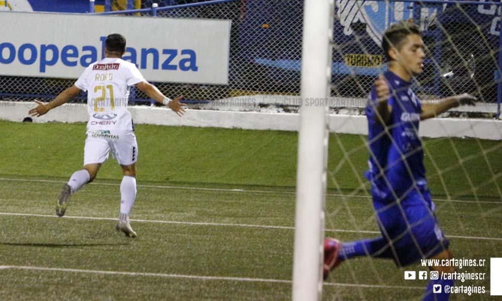 Róger Rojas marcó su segundo gol con el conjunto del Cartaginés, esta noche, en su segunda presencia como titular.