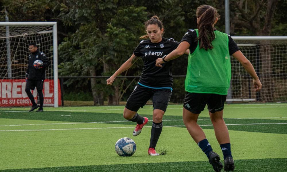 Saprissa continúa su preparación pensando en el arranque de la Liga Femenina, que ya se viene.