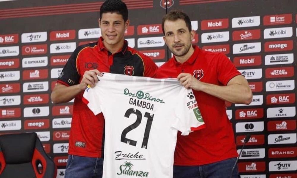 Alexis Gamboa fue presentado oficialmente este lunes por Alajuelense. El gerente depoertivo, Agustín Lleida explicó los detalles.
