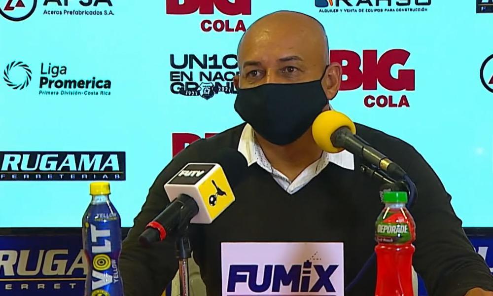 Erick Rodríguez regresó oficialmente al banquillo en la primera divisón el sábado cuando Santos enfrentó a Herediano.
