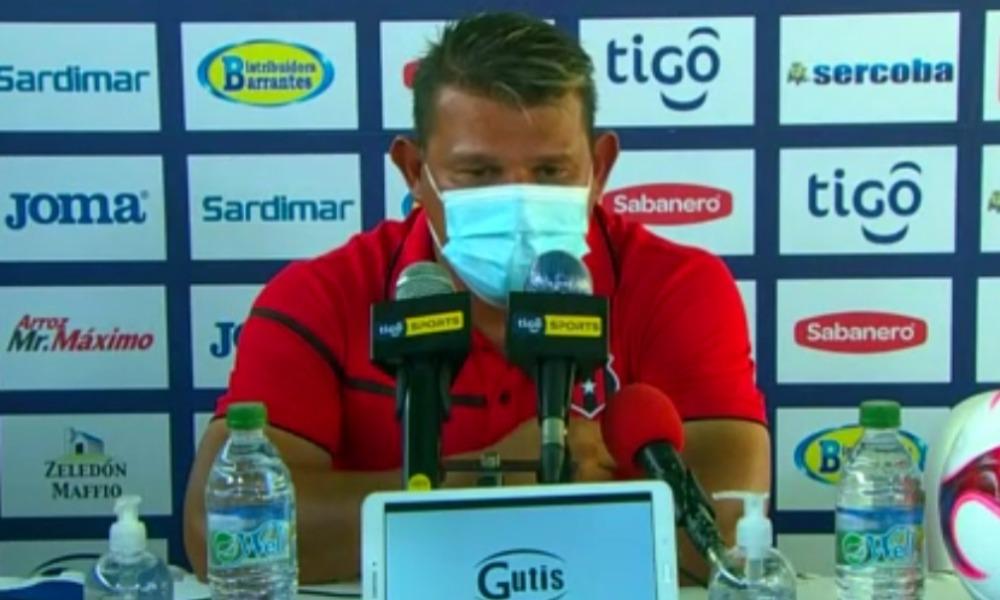 Geiner Segura figuro como técnico a cargo de Alajuelense por segundo partido consecutivo.