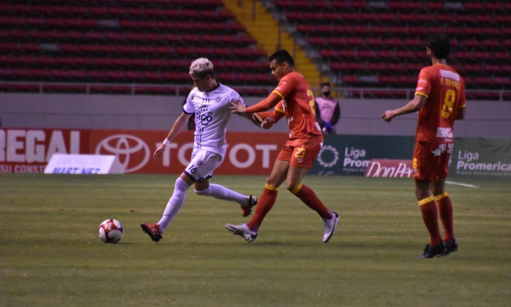 Herediano y Guadalupe igualaron 2 – 2 esta noche, resultado que mantiene en el fondo de la tabla al conjunto florense.
