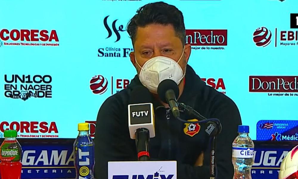 Jafet Soto anunció esta noche que Fernando Palomeque no es más el técnico del Herediano. No ganó ninguno de los seis partidos que dirigió.