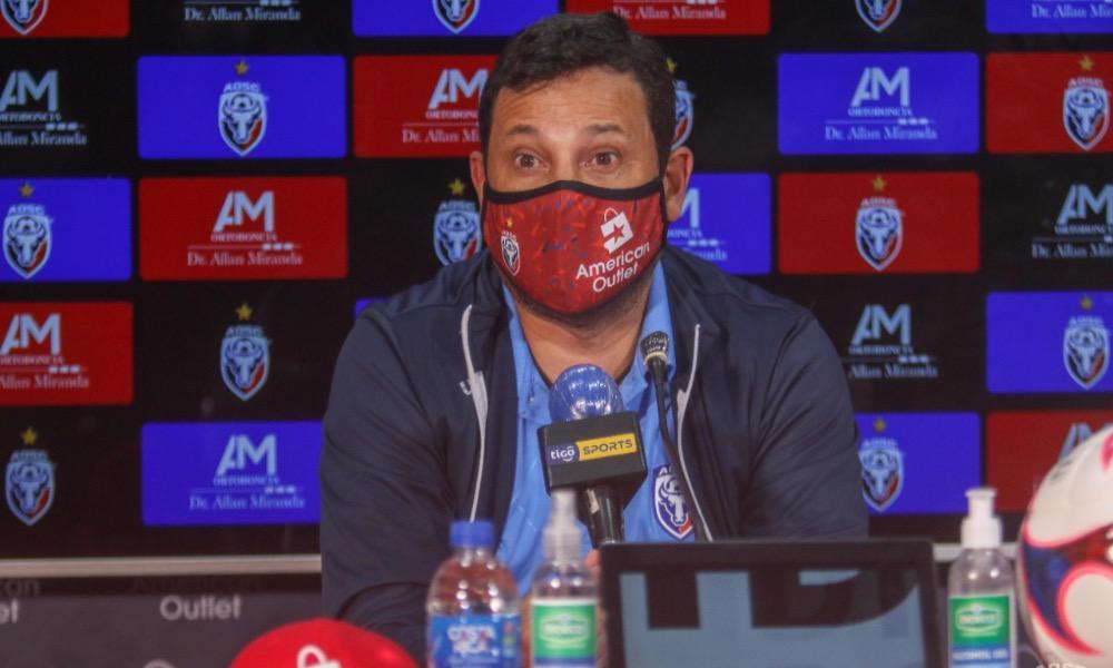 Jeaustin Campos, técnico de San Carlos, solo admite la victoria cuando el equipo sea local.
