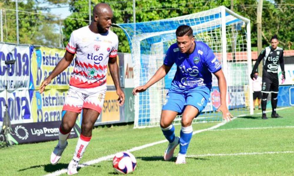 Javon East volvió a ser incicivo en la ofensiva del Santos, aunque no pudo llegar al gol.