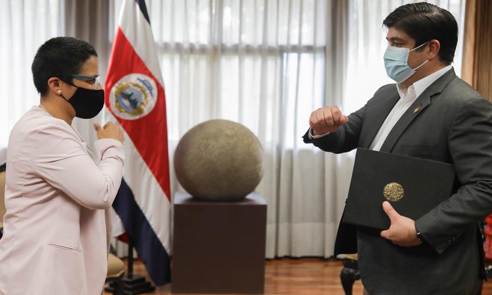 Karla Alemán asumió el Ministerio del Deporte por lo que resta de la actual administración. La juramentó el presidente Carlos Alvarado.