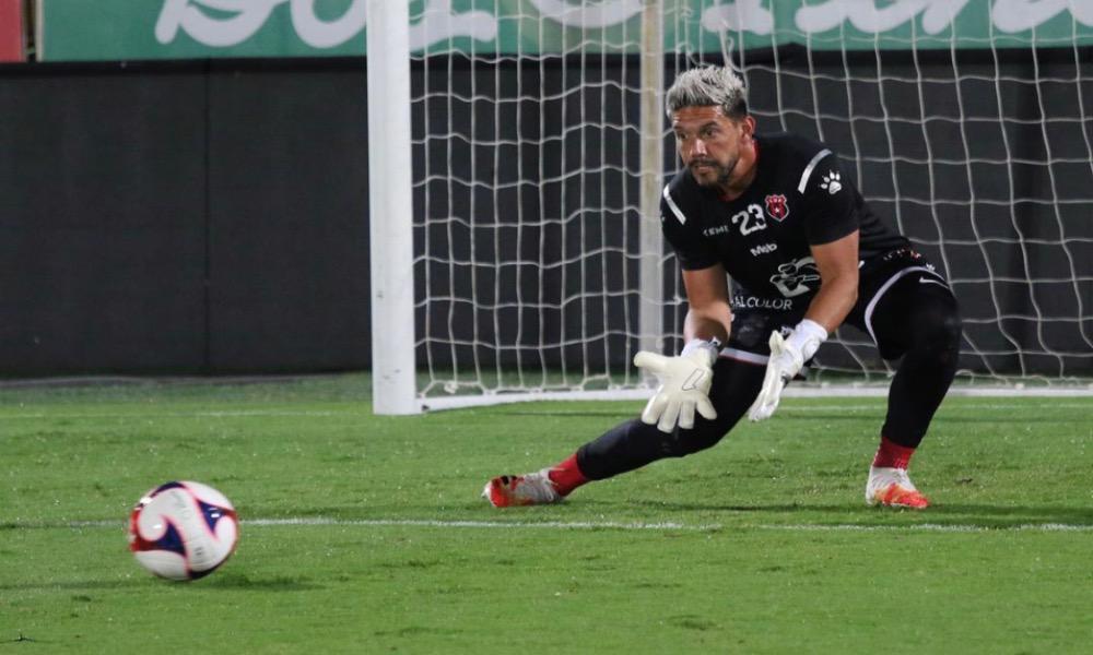 Alajuelense desmiente la salida de Leonel Moreira