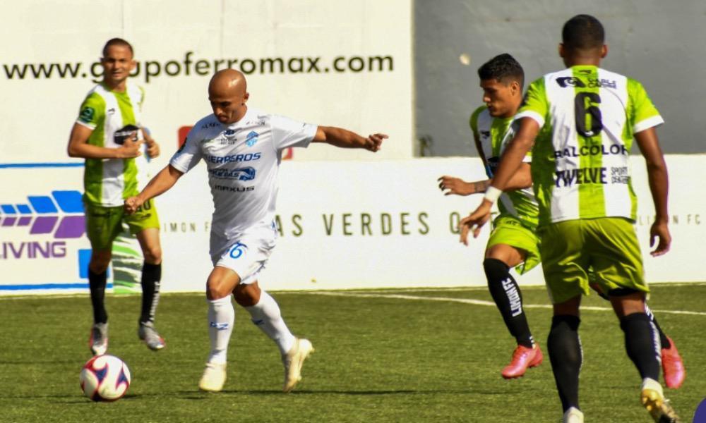Starling Vega Matarrita consiguió el gol del empate para Pérez Zeledón ante Limón.