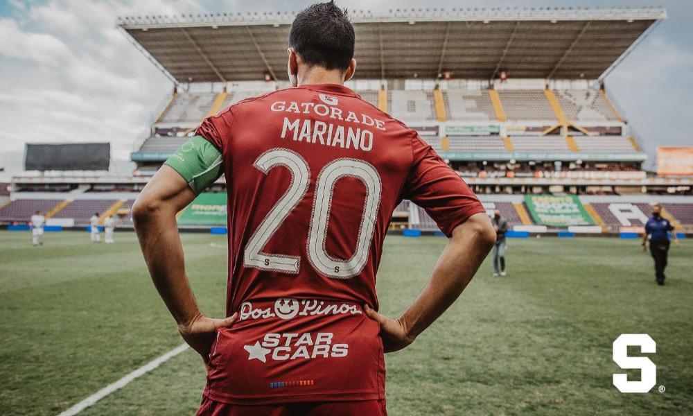 Mariano Torres, volante del Saprissa, es claro en que nadie quiere perder un Clásico.