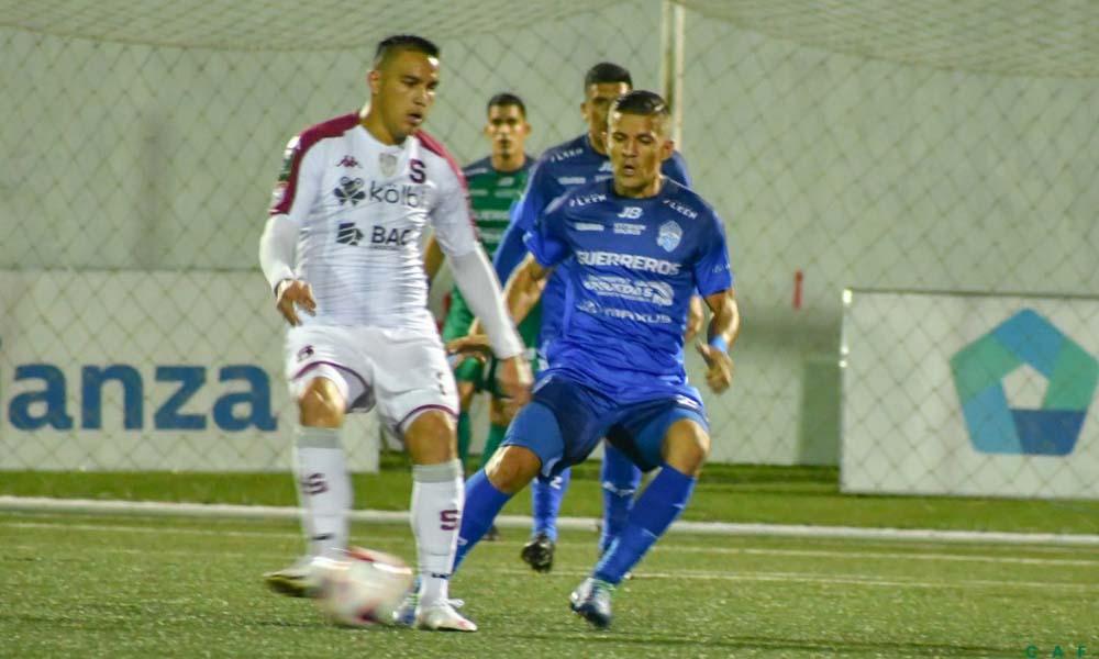 Saprissa y el Municipal Pérez Zeledón ofrecieron un buen juego que ciertamente pudo tener más goles.