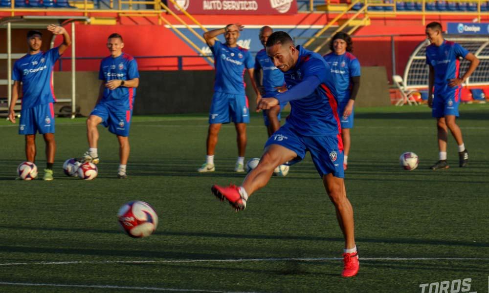 Los jugadores de San Carlos necesitan un espacio de recuperación, según el técnico Jeaustin Campos.