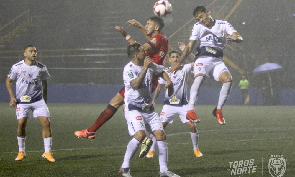 San Carlos y Cartaginés sellaron un empate a 1 esta noche, en el norte del país.