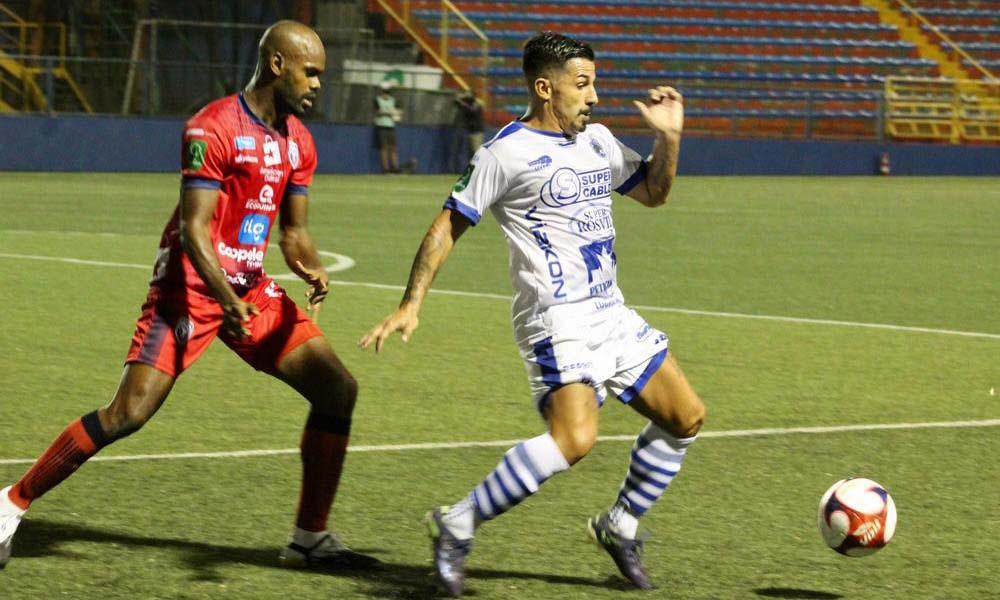 Álvaro Sánchez fue un dolor de cabeza para Adolfo Machado mientras ambos estuvieron en la cancha.