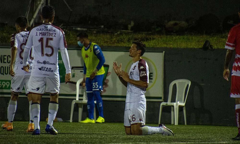 Daniel Colindres celebra tras conseguir el empate para Saprissa.