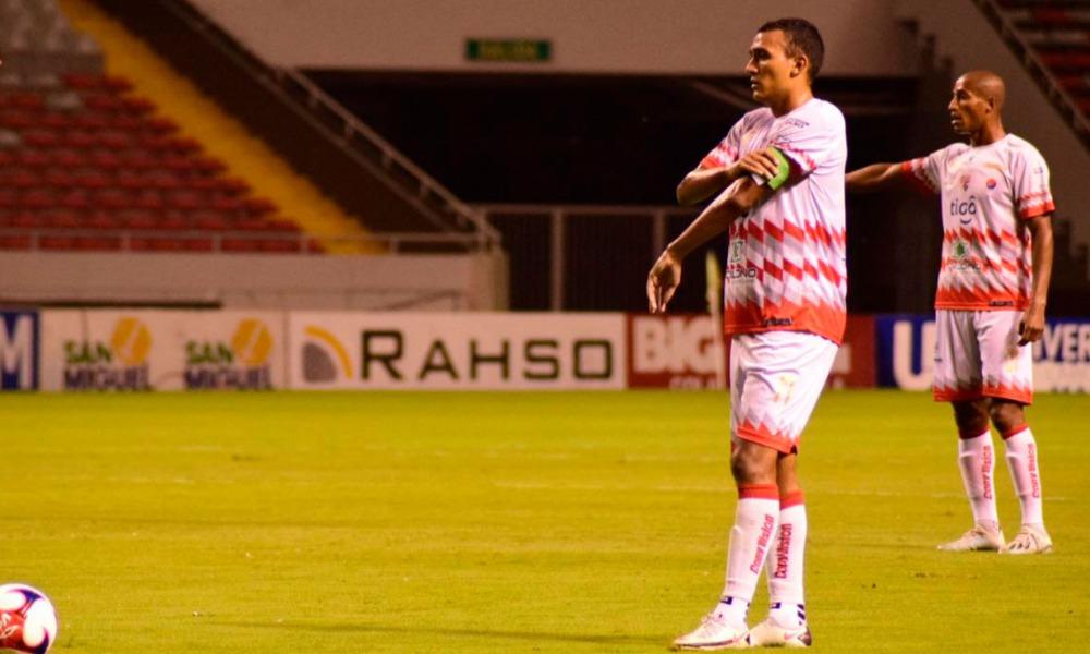 En Santos, los jugadores de experiencia como Osvaldo Rodríguez, tienen la responsabilidad de guiar a los más jóvenes.