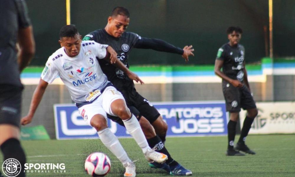 Edder Munguío marcó gol para Sporting, pero se fue expulsadom muy temprano en el juego ante Cartaginés.