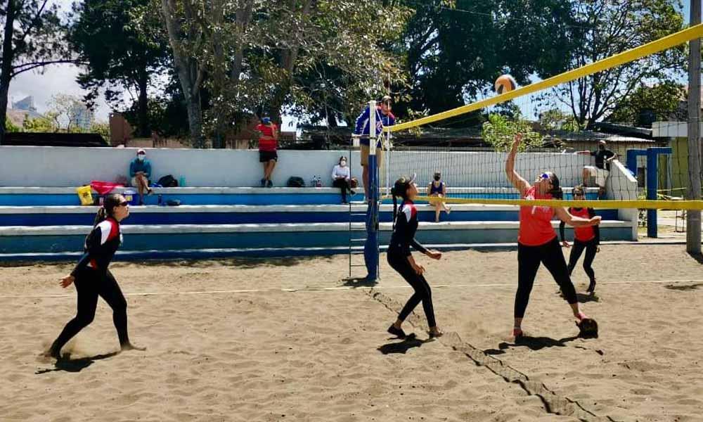 El equipo de Atenas volvió a alzarse con el primer lugar en la Categoría A del voleibolo playa femenino.