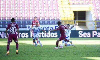 Christian Bolaños, volante del Saprissa, achaca la irregularidad del equipo al proceso de adaptación con el nuevo técnico.