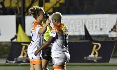 Jennie Lakip y María Fernanda Figueroa: sinónimo de gol para Dimas Escazú. Esta noche cuatro tantos fueron de ellas.